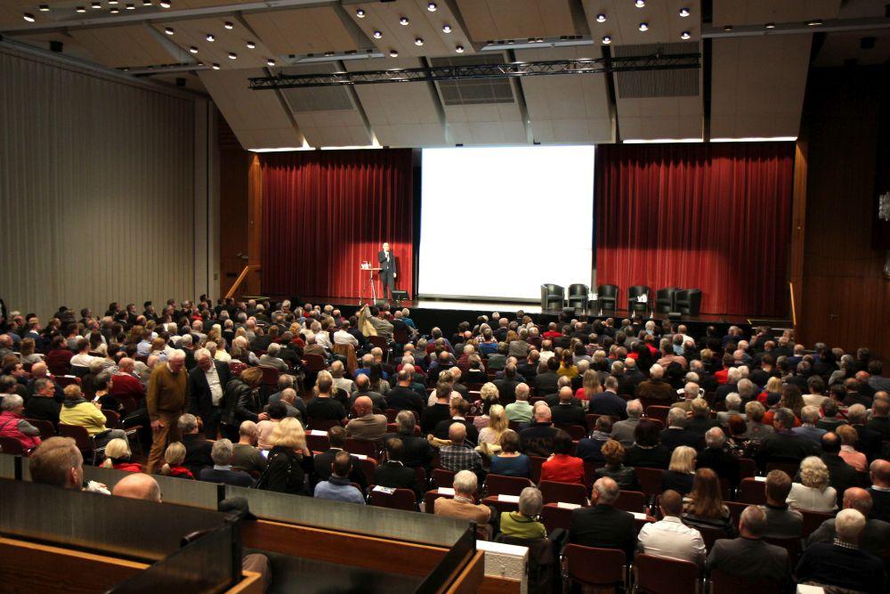Robert Halver füllt Kongresshalle Gießen, Bild 1