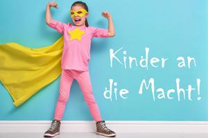"""Förderwettbewerb """"Kinder an die Macht"""", Mädchen mit Umhang"""